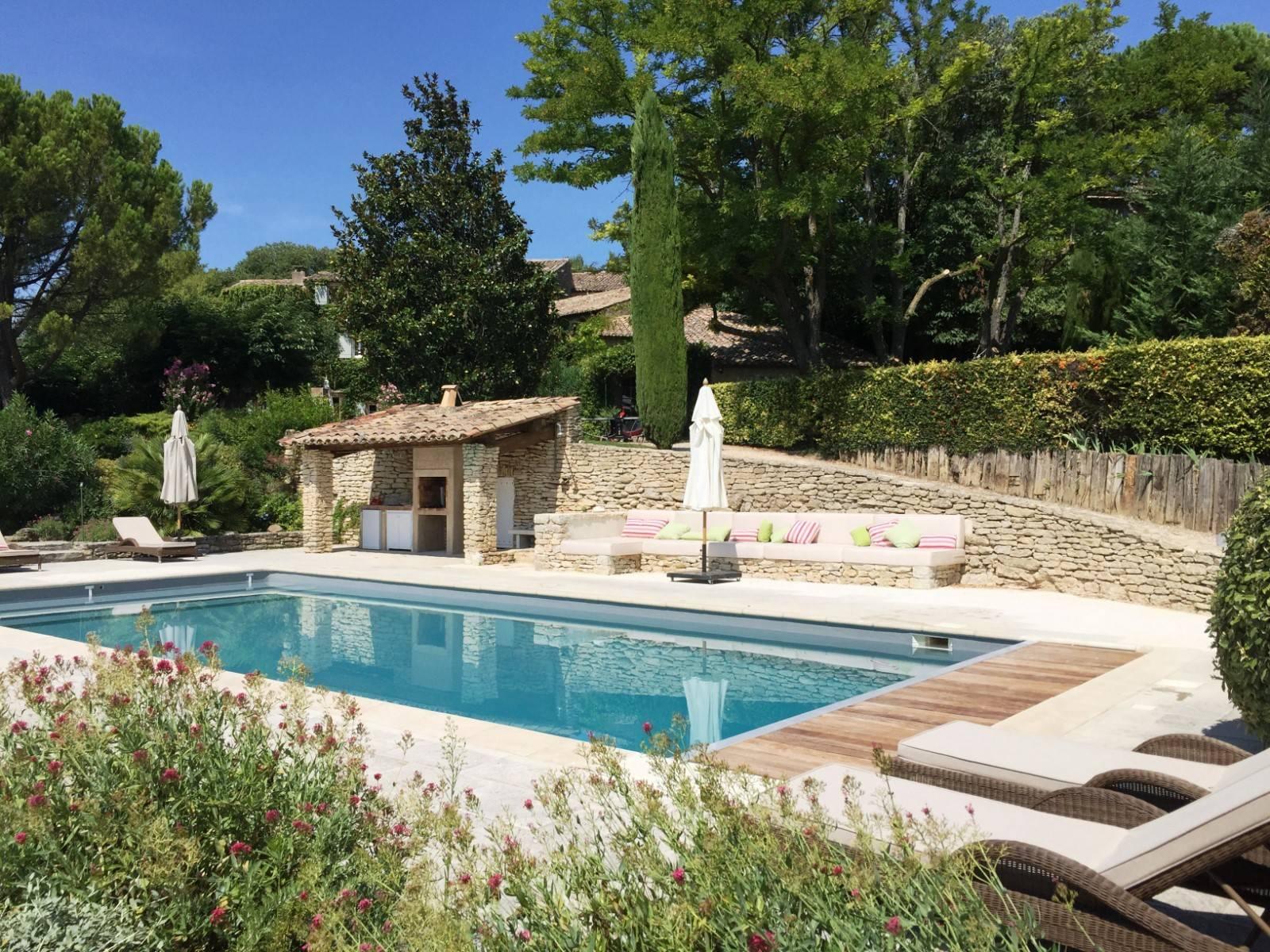 Locations de vacances vip dans le luberon avec rosier for Hotel design sud france