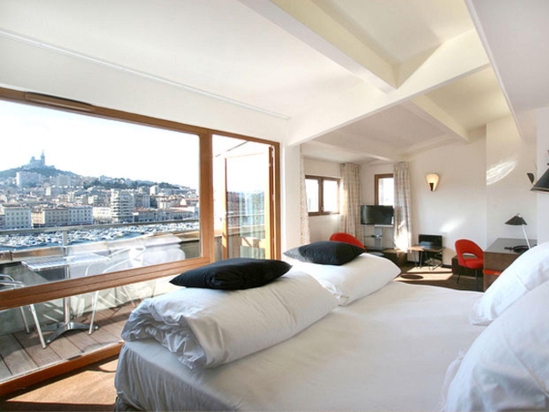 H tel 4 toiles la residence du vieux port en plein centre for Hotels 4 etoiles