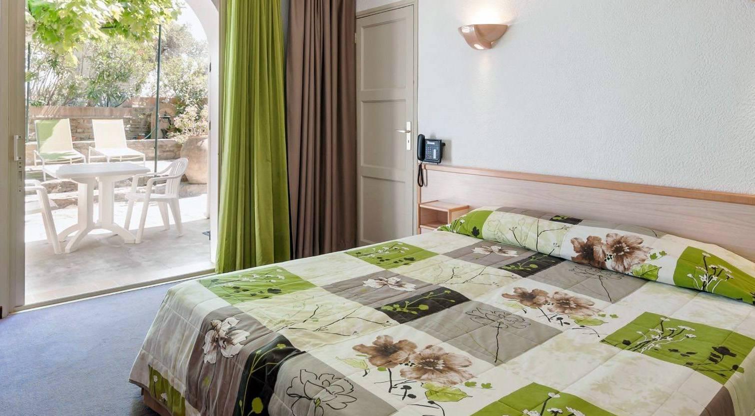 h tel en bord de mer hy res lido beach hotel france sud h tel de la c te d 39 azur dans le. Black Bedroom Furniture Sets. Home Design Ideas