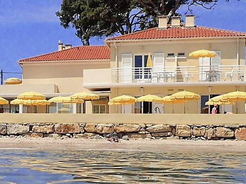 H tel en bord de mer hy res lido beach avec acc s direct for Hotel design sud france